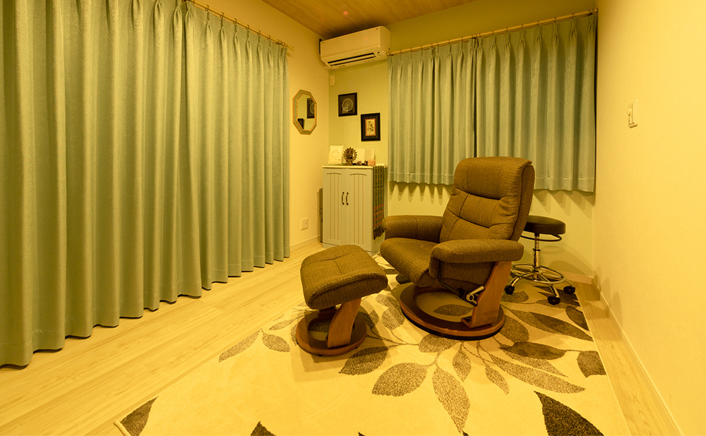Relaxation Salon KIRANは、完全紹介制・予約制のプライベートサロンです。詳しい住所はご予約時にご連絡いたします。駐車場も完備しておりますので、人目を気にせずリラックスしてお越しください。